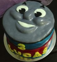 Art-Thou-Cakes-Gumpaste-Thomas-The-Tank-Engine-Cake-Topper